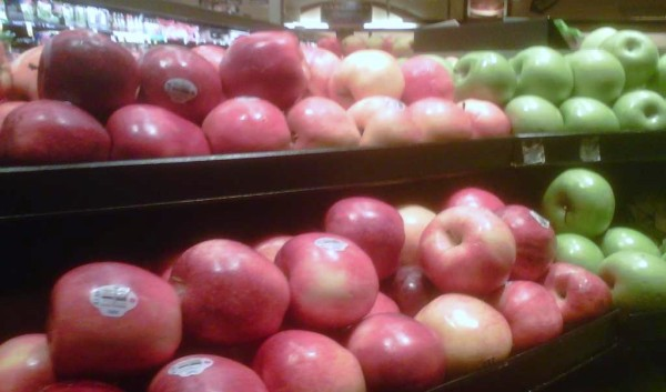 apples in supermarket