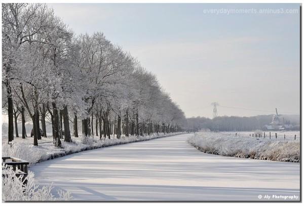 Shaduw op de sneeuw ,kanaal, Nikon D5000