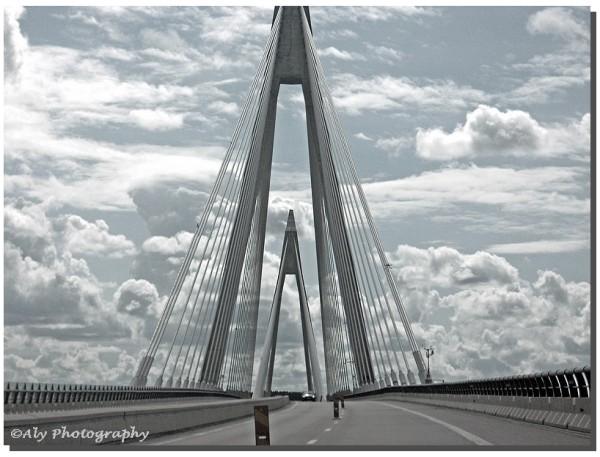 Zweden,brug, wolkenluchten