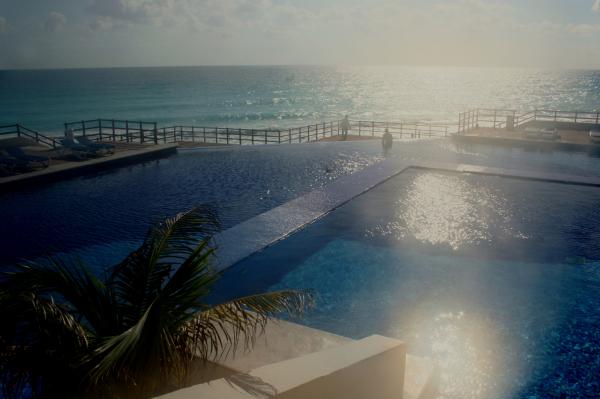 La piscine et la mer!