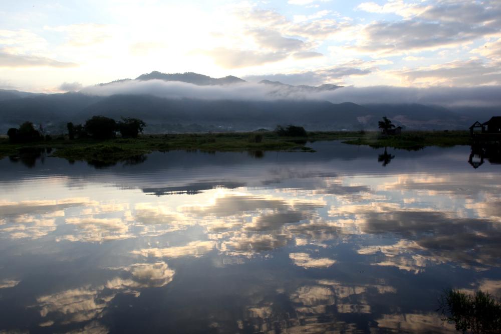 Le ciel est tombé dans le lac