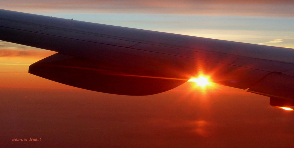 Sous l'aile de l'avion
