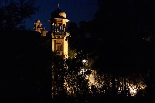 Un palais sorti de la nuit...