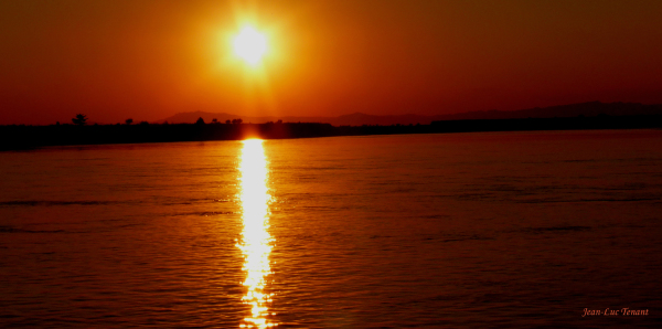 Soleil sur le lac Inlé