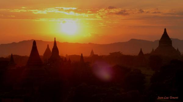 Soleil à Bagan