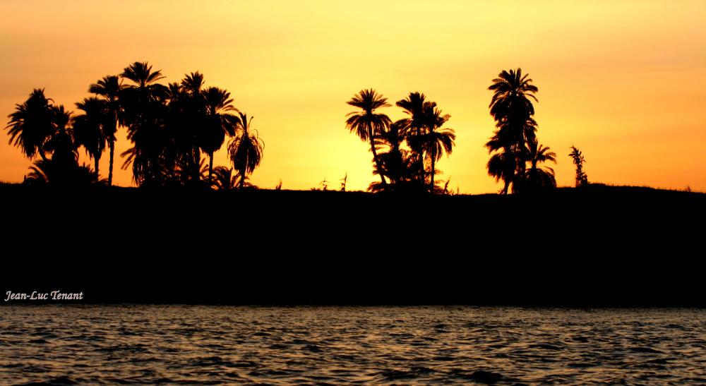 Soleil égyptien et fermeture estivale