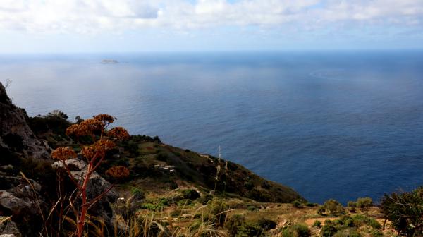 Mer bleue et îlot