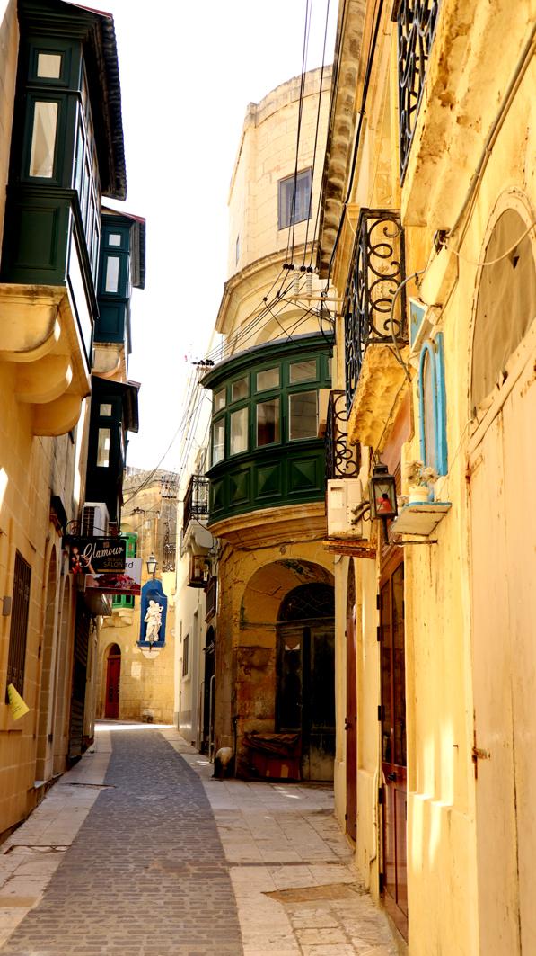 Une rue de M'dina, la ville fortifiée de Rabat.