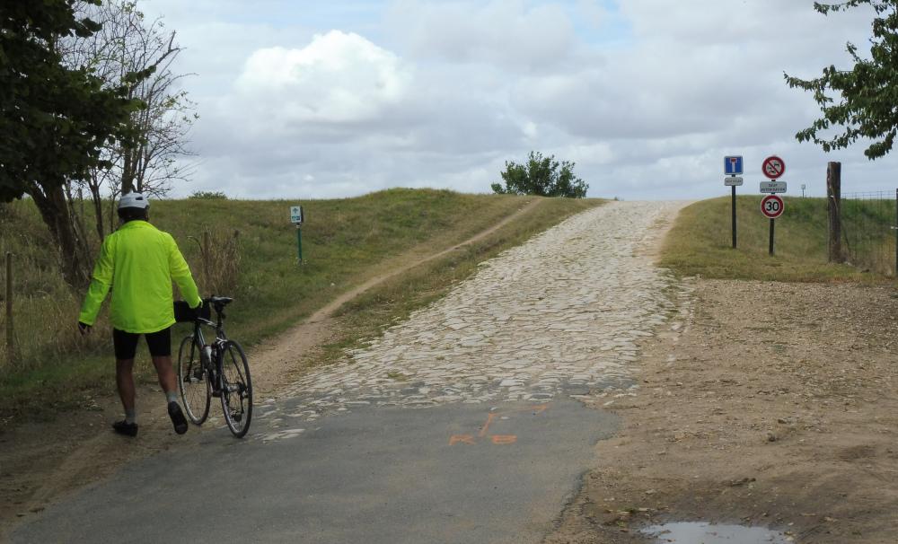 Loire à vélo. Passage pavé.