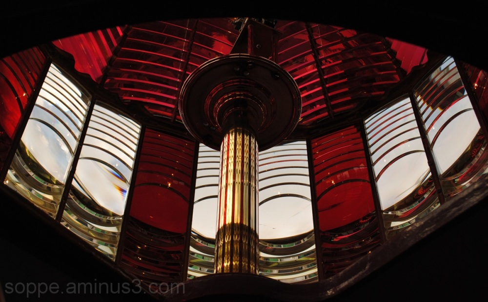 Fresnel, red and white