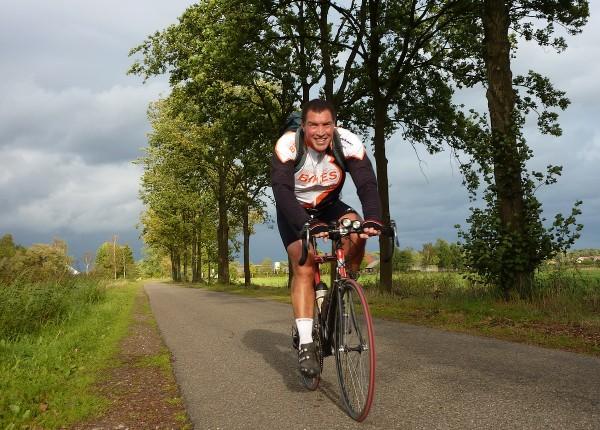 Cyclists enjoy the beautiful autumn weather