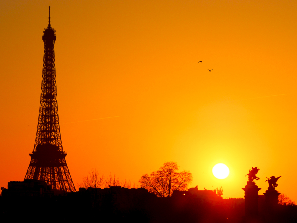 Eiffel tower in the setting sun