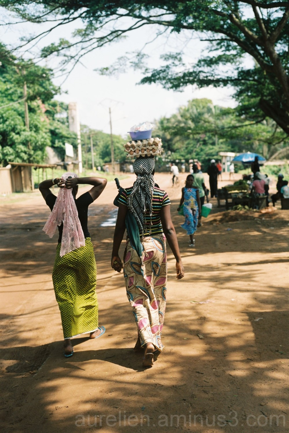 Girl walking to the marketplace in Côte d'Ivoire