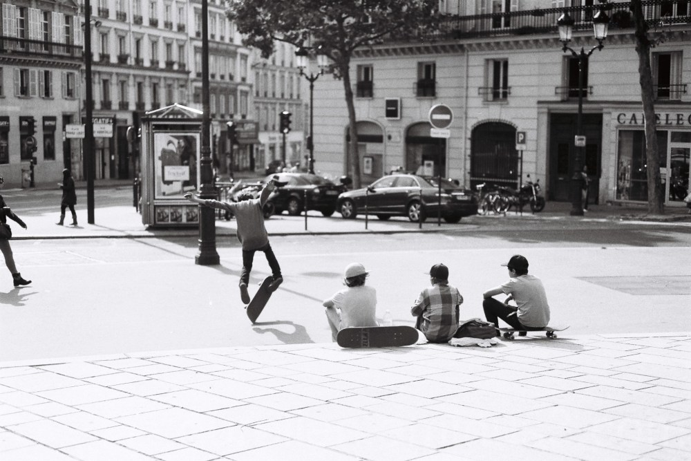 Kids playing skateboard in Paris