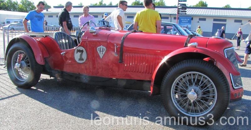 Old stunnig car