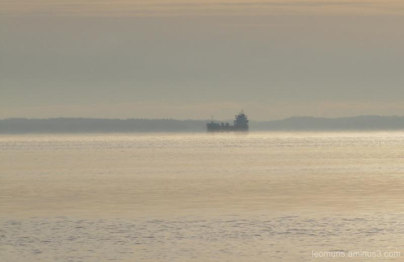 Laiva kaukana, Far from the ship.