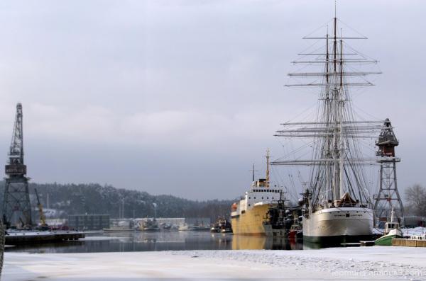 Laivoja laiturissa, ships at berth