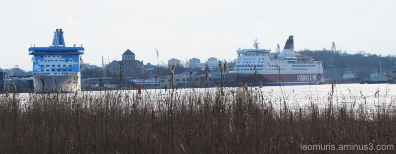 Laiva lähdössä - The ship about to leave