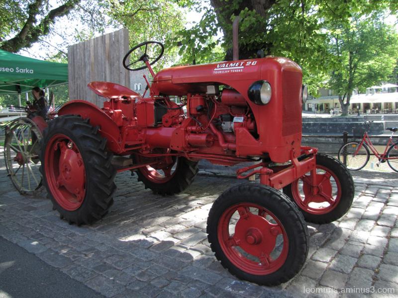 Vanha traktori - old tractor