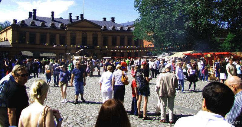 Markkinaväkeä - People are out of the market