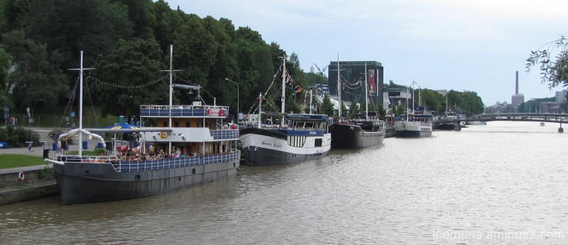 Laivoja joella - Ships in the river