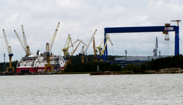 Laiva ja nostureita - The ship and cranes