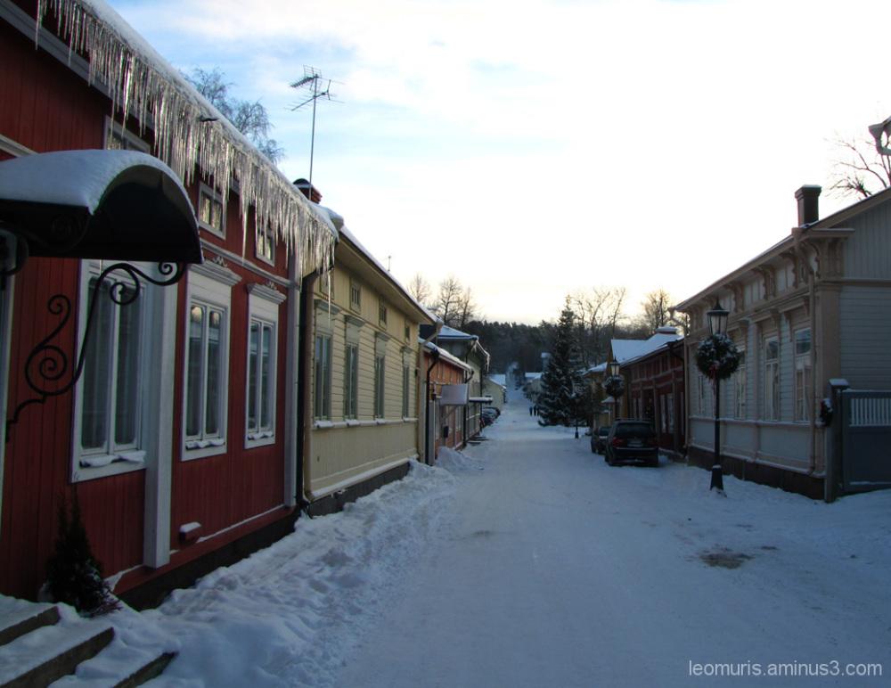 Talvinen katu - Winter street.