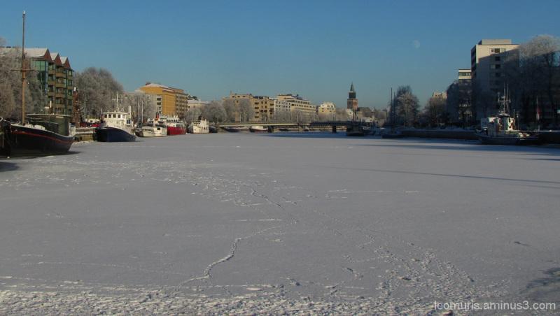 Jälkiä jäällä - Traces of the ice.