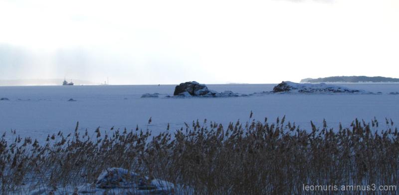Laiva kaukana - Far away from the ship.