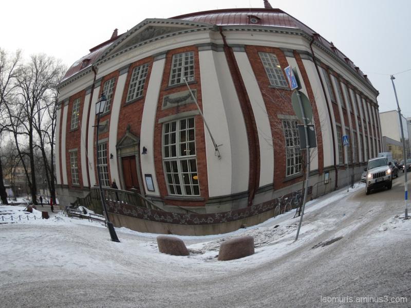 Vanha kirjasto - The old library.