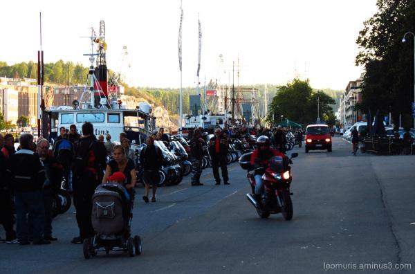 Ihmisiä ja moottoripyöriä - People and motorcycles