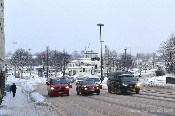 cars on  the nstreet