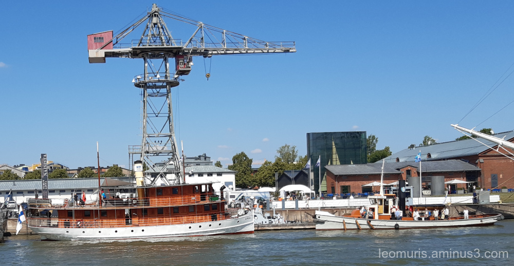 ships, crane and sunny day