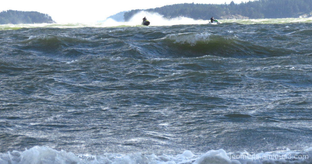 watercraft´s in waves