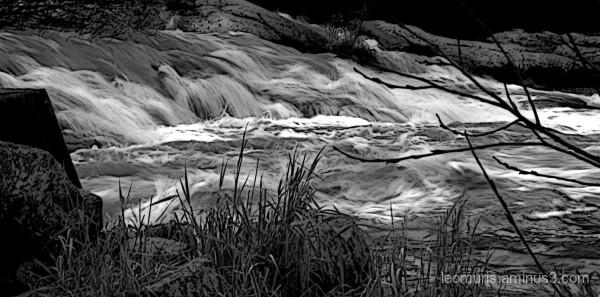 gray running water