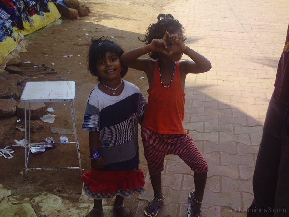 India,Inde,Gokarna,filles,girls,childs,street,town