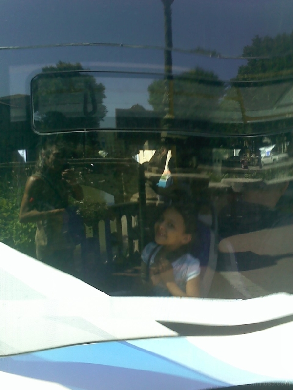 girl kid child bus street narbonne france reflect