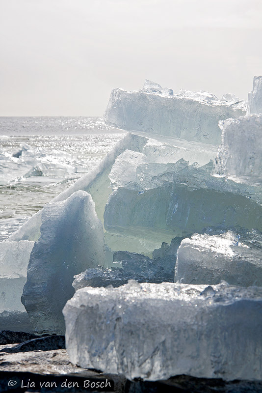 Kruiend ijs bij Molkwerum