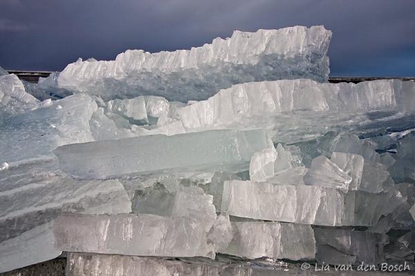 kruiend ijs bij Hindeloopen