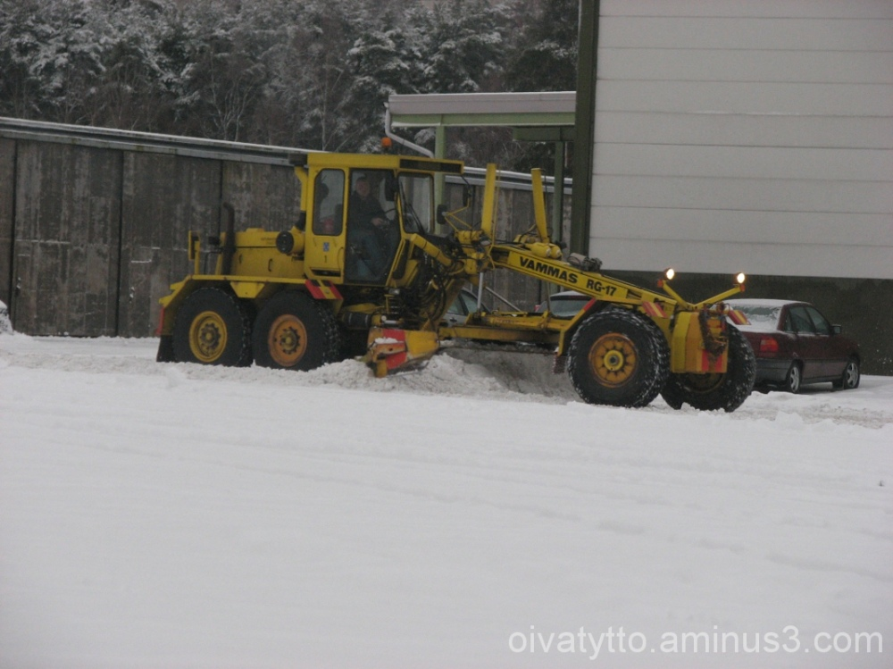 The winter road cleaning