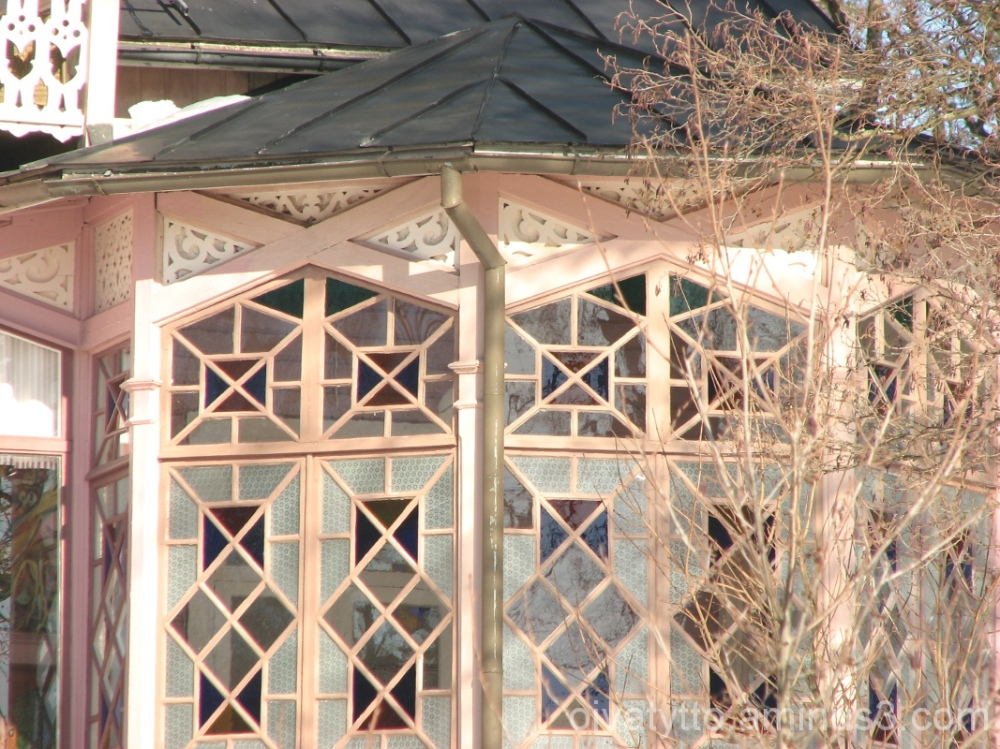 detail of yesterday's villa windows