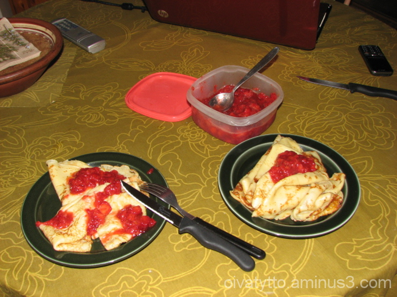 Pancakes and strawberry, and then enjoy!