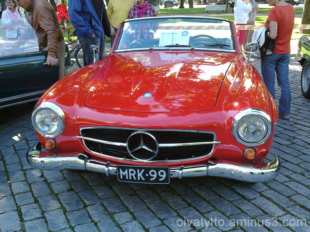 Gorgeous old Mercedes!