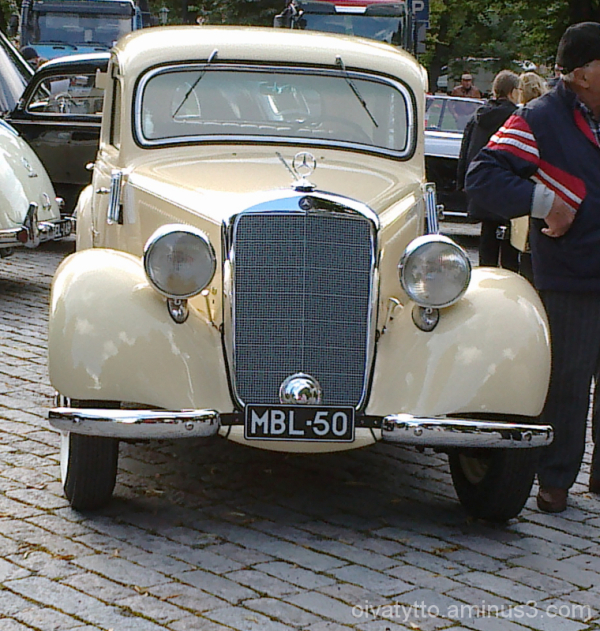 Old Mercedes 2