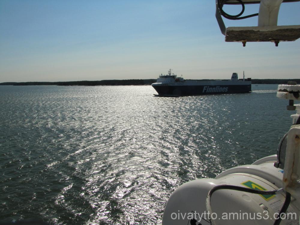 The encounter at sea!