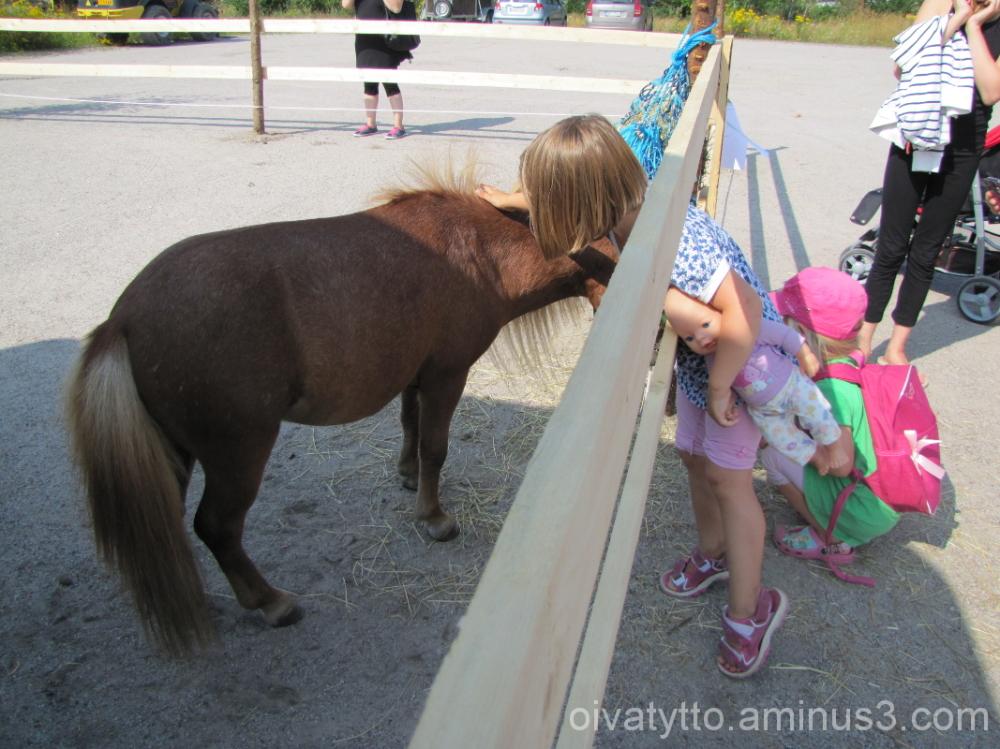Wenla and Pony.
