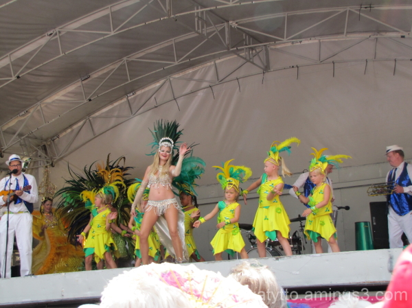 Young people Samba Dancers!