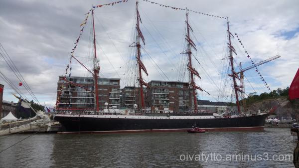 Large sailing ships 4.