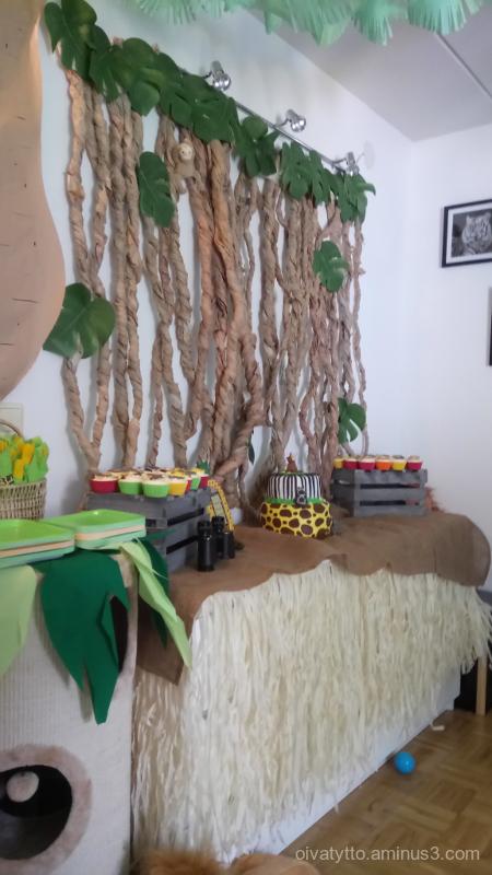 The jungle theme with birthdays!