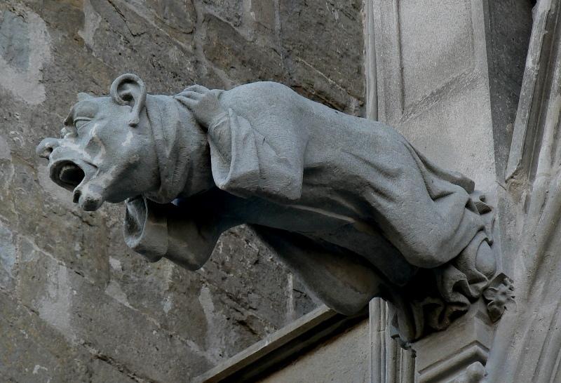 gárgola carcassonne catedral